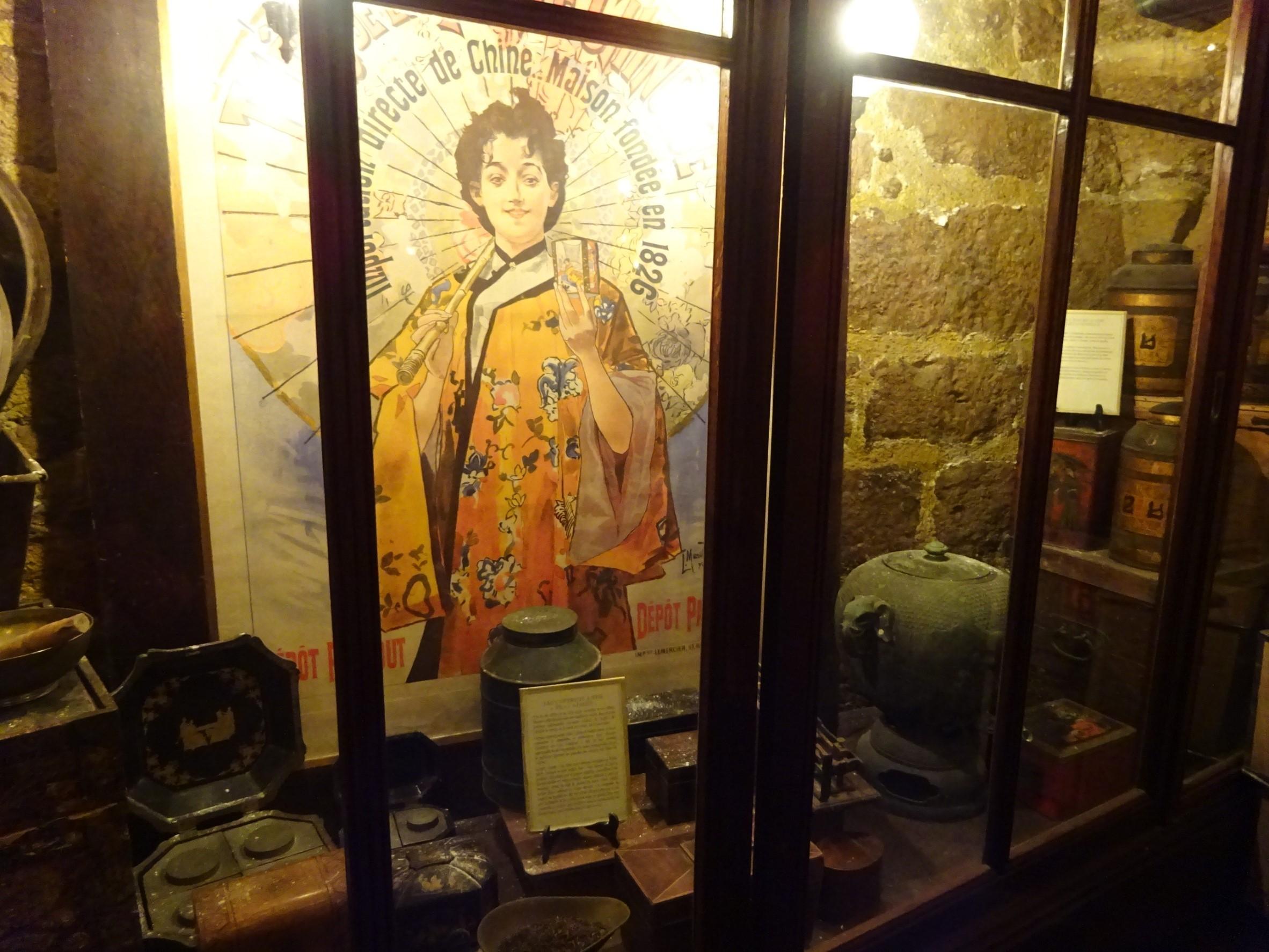 リーヴゴーシュ店の紅茶博物館にあったポスター。ベルエポックな雰囲気。