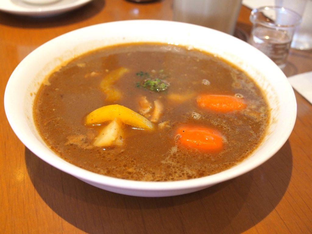 こちらは「カレースープとカボチャのスコーン」のランチセットのカレースープ。