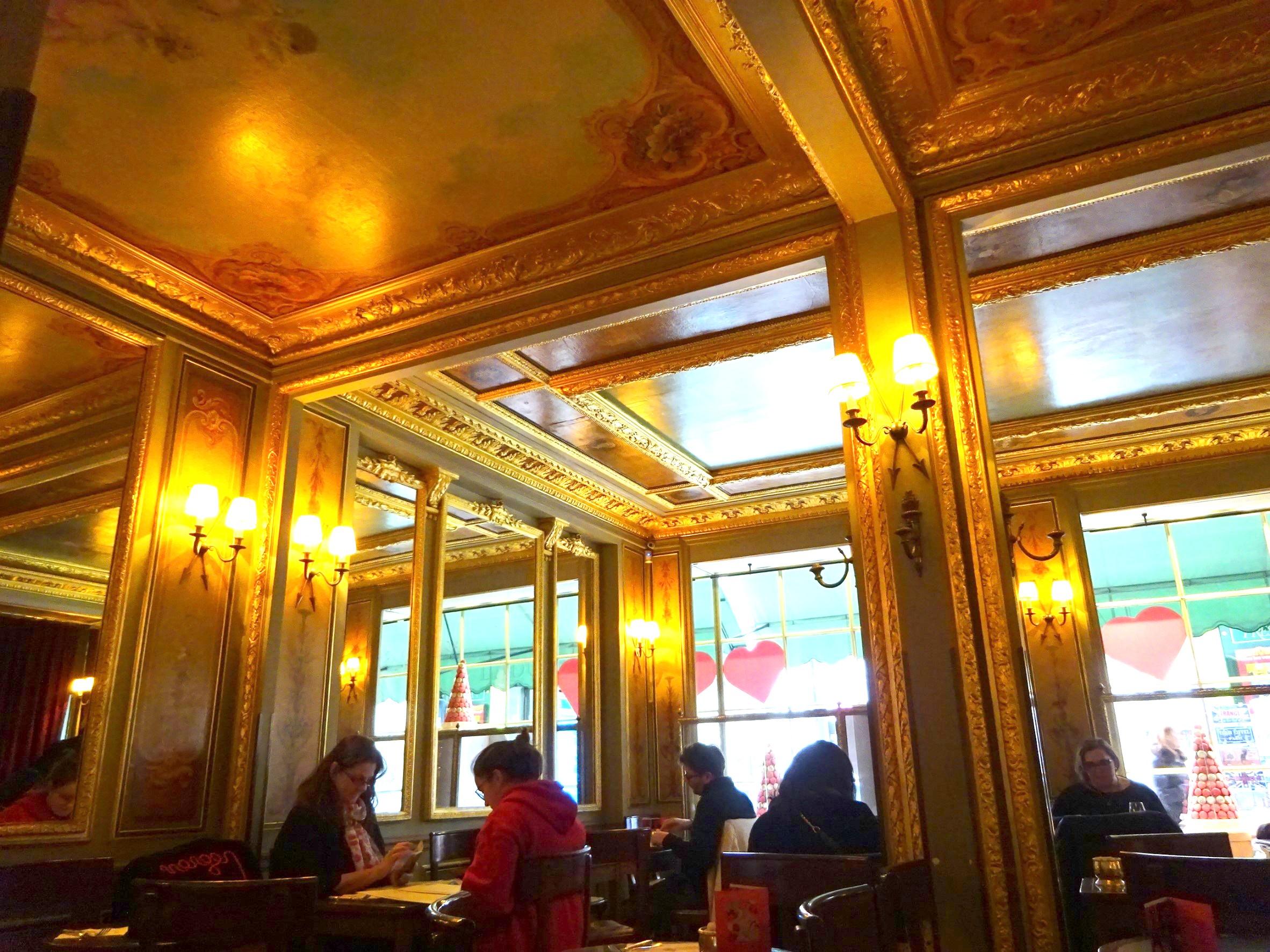 ラデュレ本店、1Fのカフェスペース