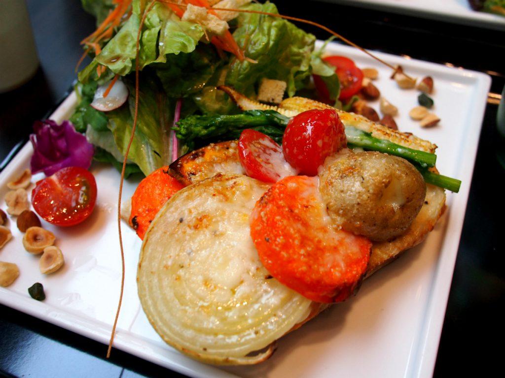 こちらは「タルティーヌ レギューム(野菜)」