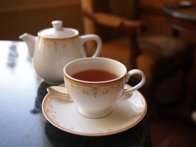 スペシャルティーの時はロンネフェルトのスリーピングポットだけど、通常の紅茶はノリタケのティーポットです。スリーピングポットについてはこちらの記事で詳しく紹介しています。
