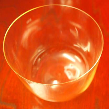 飲み口が薄いグラス。厚さは約1mm。