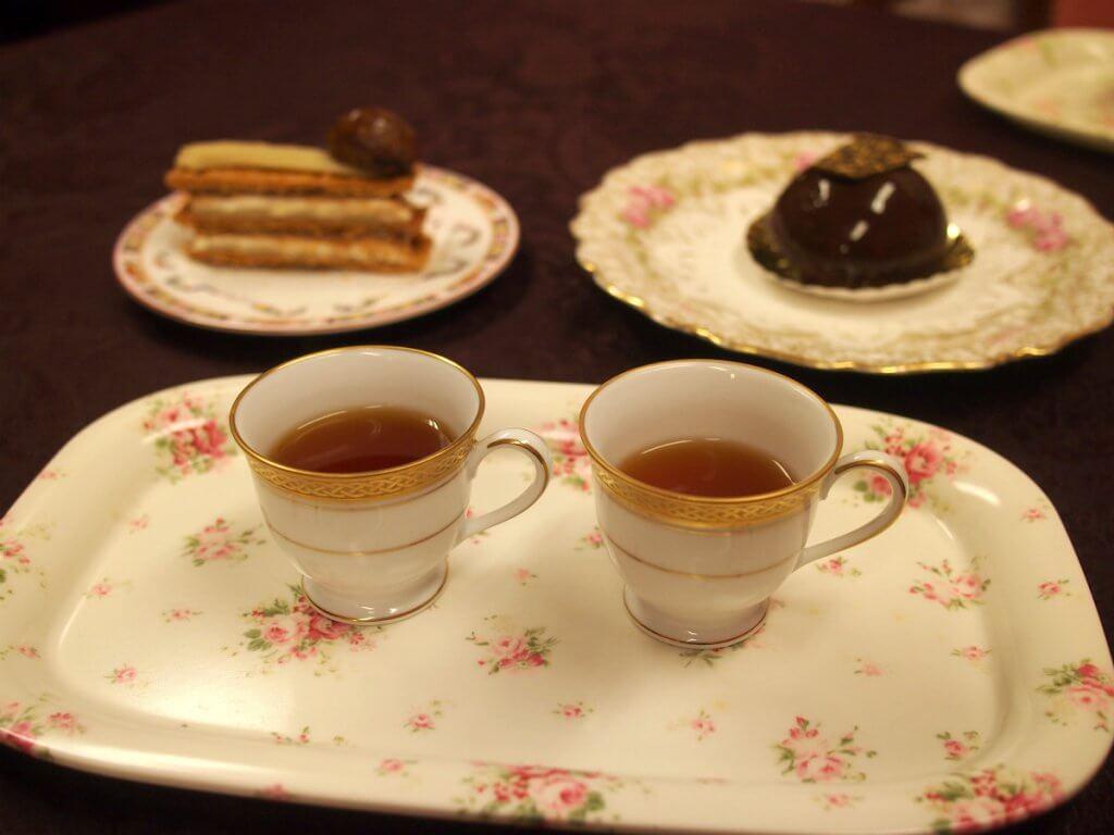 紅茶はそれぞれのケーキに合いそうなものを選んだけど、せっかく2種類入れたので、お互いにのケーキに合わせて飲み比べをしてみることにしました。