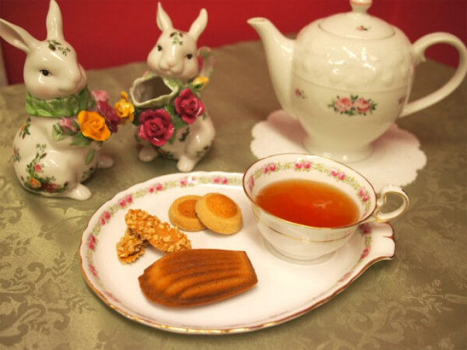 メゾン・ド・プティ・フールの「マドレーヌ・ミエル」と紅茶