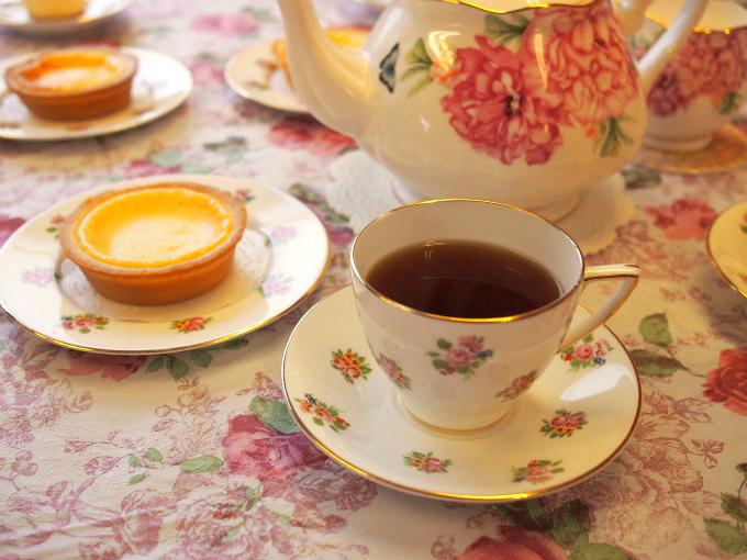 プレシアの贅沢ベイクドチーズタルトと紅茶