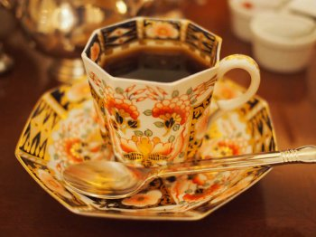コーヒに変えた時のカップ。こちらもロイヤルクラウンダービー。