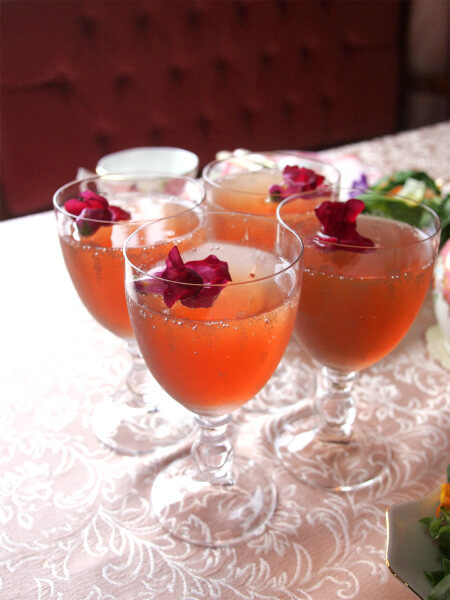 spring-flower-teaparty-welcomedrink2