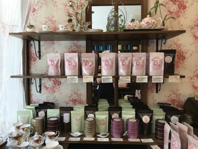 店頭では紅茶の販売も行っています。