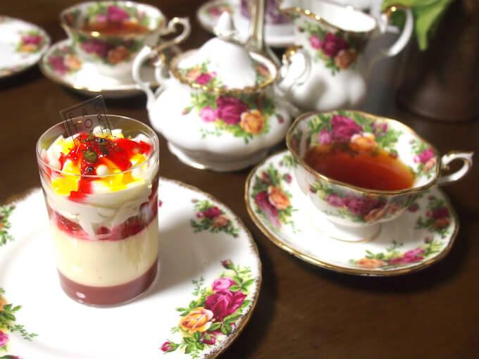 ファクトリーSHINの苺とティラミスのヴェリーヌと紅茶