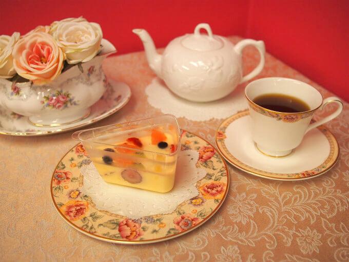 フルーツピークスのフルーツプリンと紅茶