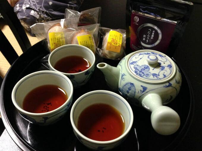 松江探索中に購入したお菓子と一緒にホテルでティータイムしました。
