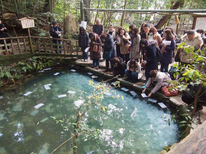 鏡の池には女子がいっぱい!出雲&松江旅行で一番混んでたのは八重垣神社でした。交通の便が良くないのにスゴイです!