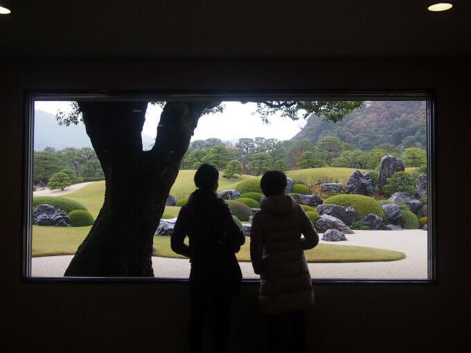 足立美術館の建物の中にはお庭の景色を絵画のように楽しむための窓がたくさんありました。