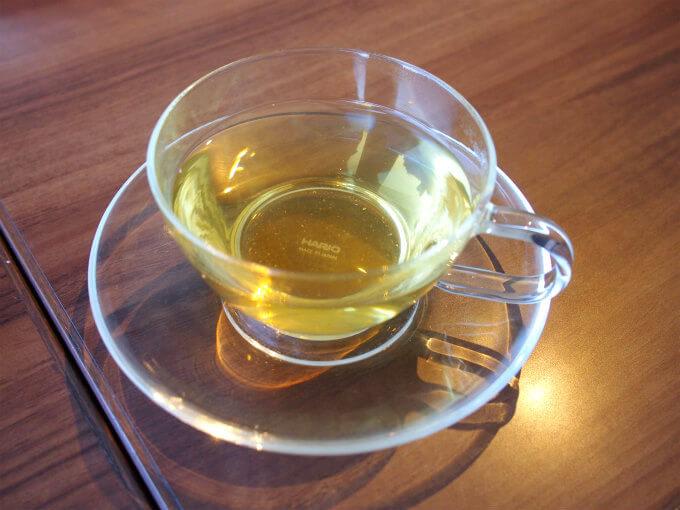 こちらは白桃烏龍茶。上質な烏龍茶に白桃がよく合って美味しかったです。