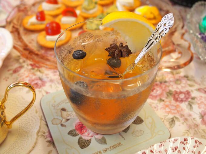 フルーツと相性の良いスターアニスがほのかに香って、とっても美味しいアレンジティーでした。