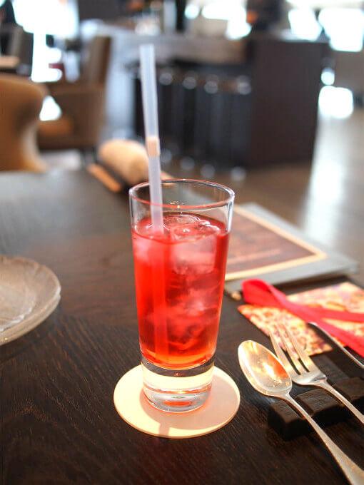 こちらの紅茶はフルーツカクテルのアイスティー。