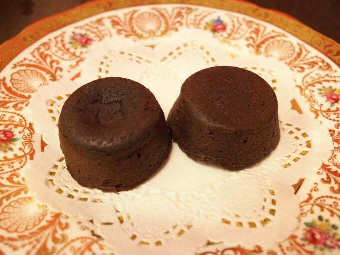 この写真では左側が「蒸ショコラ」、右側が「オランジーナ」です。