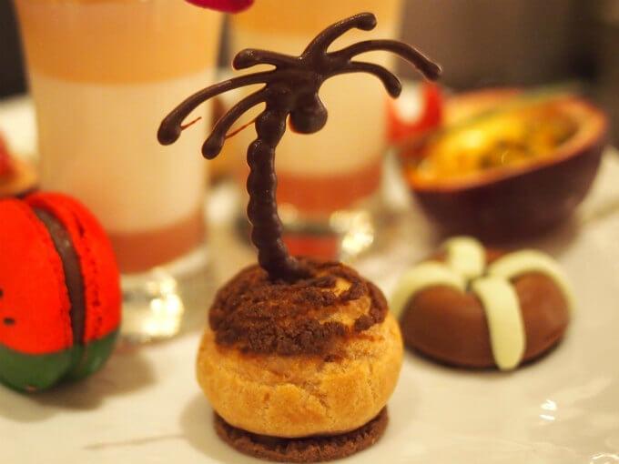 チョコレート細工のヤシの木!実もちゃんとありました!!!