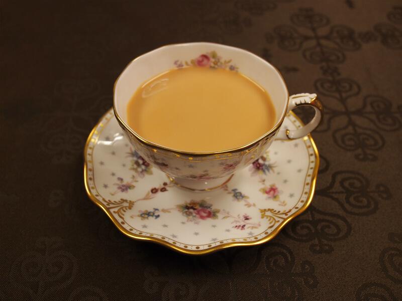 ロイヤルアントワネットはミルクティーにしても美味しい紅茶です。