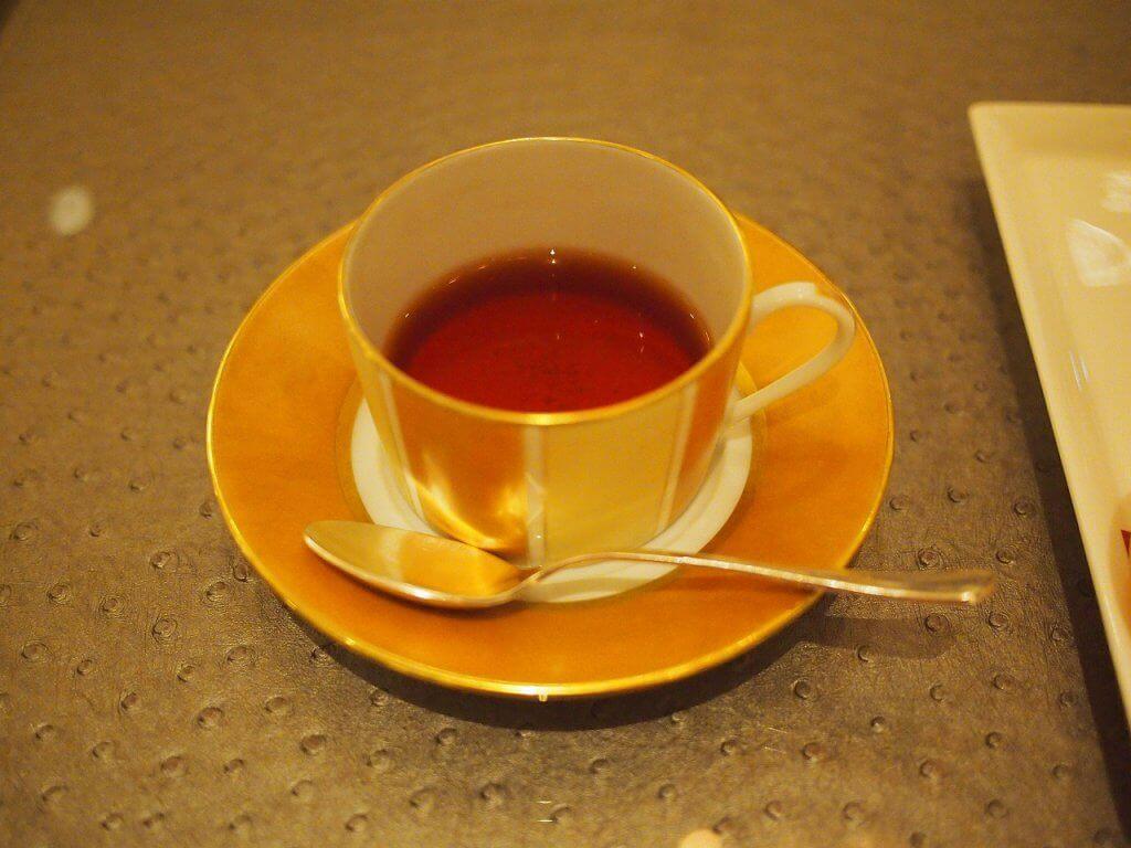 紅茶はカップサービスです。こちらはダージリンセカンドフラッシュ。