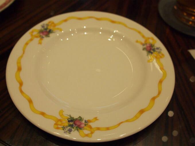 追加で頼んだ取り皿はNIKKOでした。