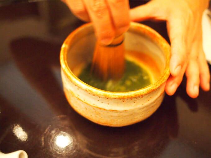アフタヌーンティーで抹茶を飲んだことはあるけど、自分で点てたのは初めてでした。