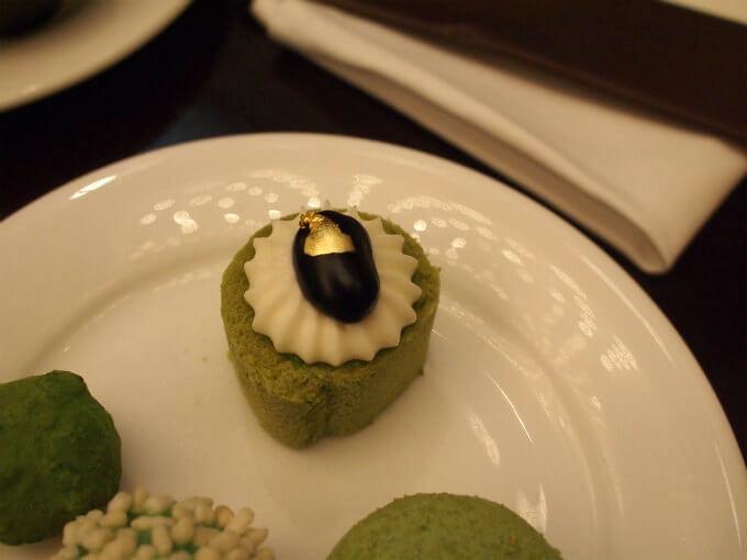 抹茶と黒豆のロールケーキは小さいけど美味しかった!