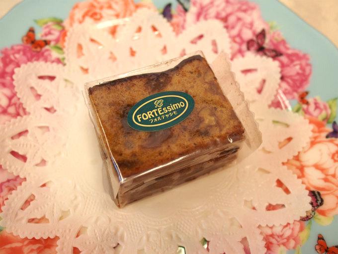 フォルテッシモ(定番ケーキ) デーツ、いちじく、プルーン、くるみ、夏みかんピール、ラムレーズンを使った凝縮スパイスケーキ。ワインやウイスキーにも合う定番のケーキです。