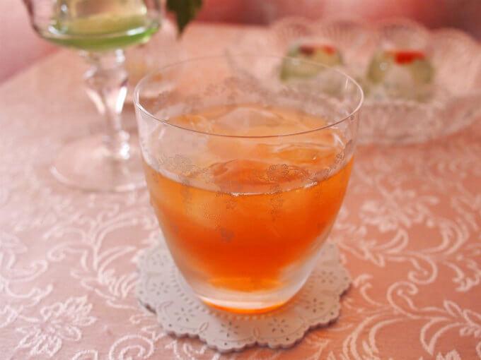 セカンドフラッシュの水色(すいしょく)は透明感のあるオレンジ色。