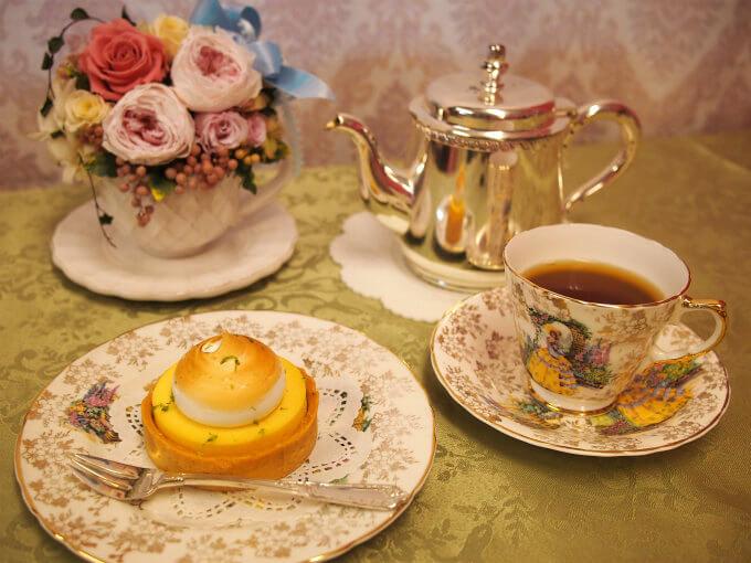 ラデュレの「タルト・シトロン・ムランゲ」と紅茶
