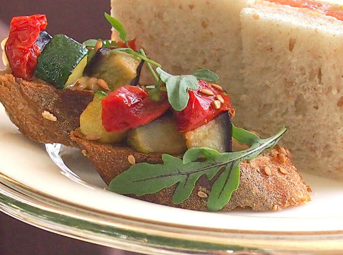 「茄子とズッキーニ セミドライトマトのオープンサンドウィッチ」具がたくさんでこちらも美味しかったです。
