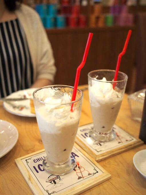 コンチネンタルロイヤルミルクティーはアイスティーにして、茶葉は「メープルバニラ」を選びました。