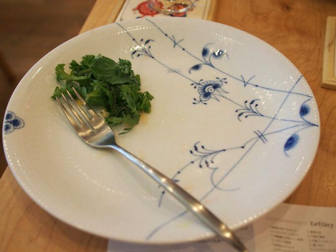 サンドウィッチのプレートはロイヤルコペンハーゲンのブルーパルメッテ。他のテーブルではプリンセスも使われていました。