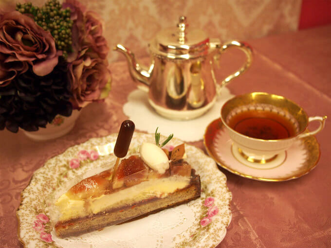 ファウンドリーの新作いちじくタルト「愛知県知多産サマーレッドのタルト」と紅茶