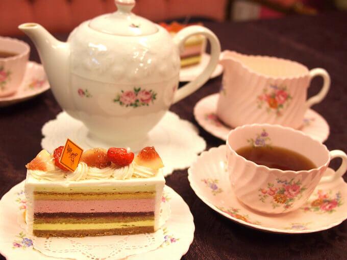 フレデリック・カッセルのショートケーキ「デルフィーヌ」と紅茶