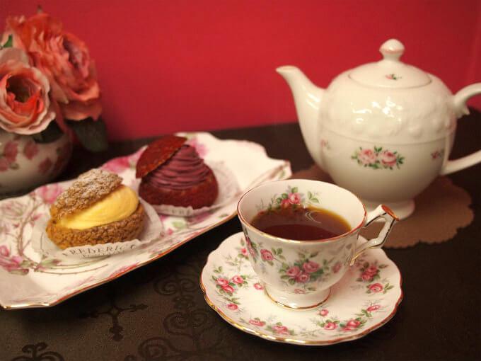 フレデリック・カッセルのシュークリームと紅茶