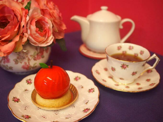 アンリシャルパンティエのりんごのケーキと紅茶