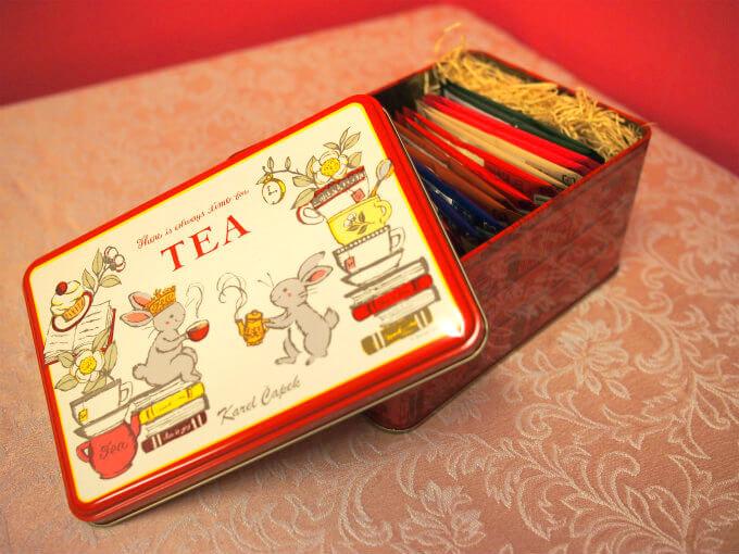 Tea Lovers缶(ティーバッグ20p) こちらも定番のギフト商品。こちらもセットの紅茶は季節により異なります。