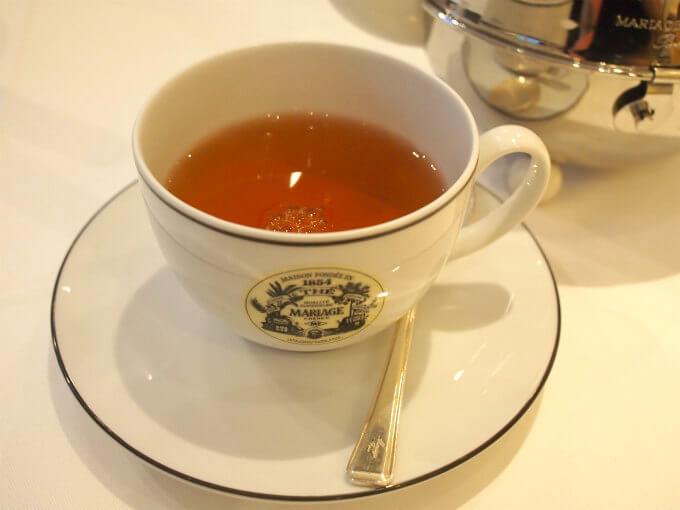 こちらはネパール マルーン。ダージリンに似た香りで渋さがマイルドな紅茶。