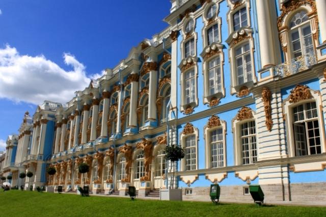 大黒屋光太夫がエカテリーナ2世に謁見したエカテリーナ宮殿。「おろしや国酔夢譚」の映画のロケもここで行われました。