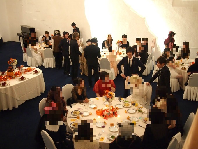 スイーツビュッフェタイム中は出演者さんたちが各テーブルを回っての交流会。みんな楽しそう!