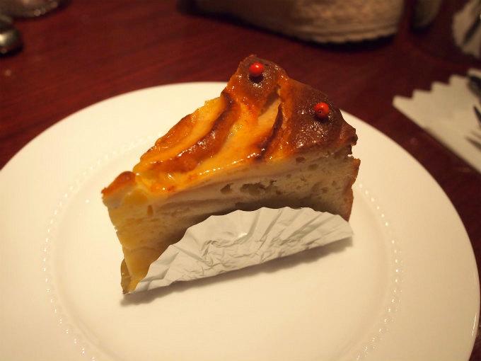 こちらはりんごとプルーンのケーキ