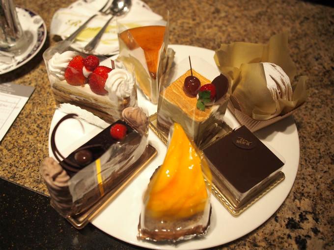 ケーキはこの中から好きなものを選びます。この時はなかったけど、ショートケーキやフルーツロールケーキもあります。