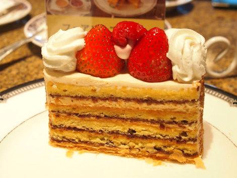 こちらのケーキは「生キャラメルガトー」。秋冬限定のケーキでとても人気があるそうです。
