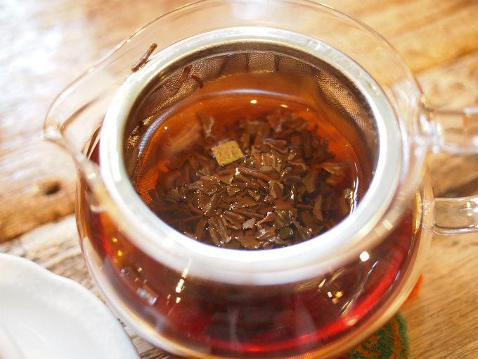 スウィートオレンジティの茶葉。オレンジピールが入っています!