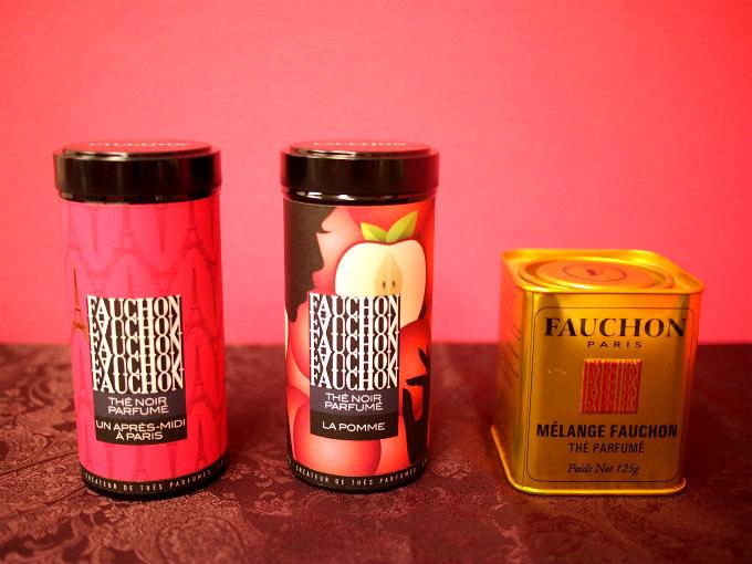 左の2つはブティック仕様のパッケージ、右のゴールドのパッケージがクラシックラインです。