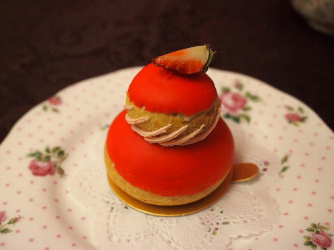 laduree religieuse fraisier piece1