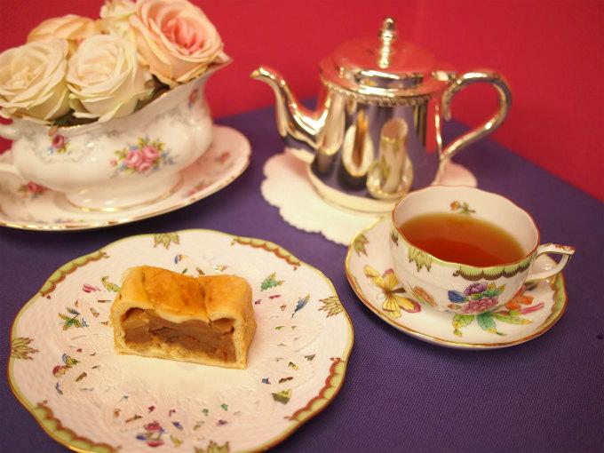万平ホテルのアップルパイと紅茶