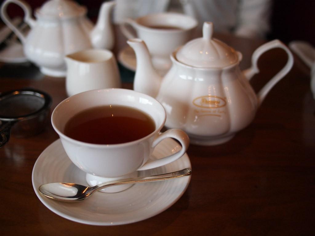 紅茶はプリミアスティーのもの。何杯でもおかわりできます。