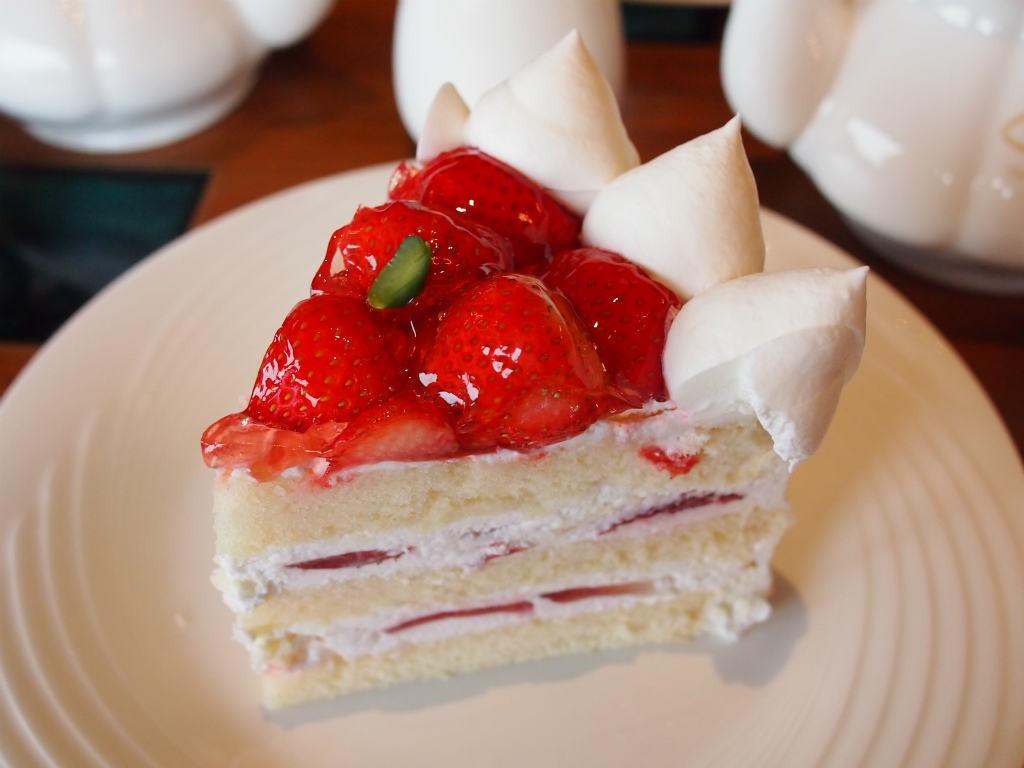 ジョイフルセットのショートケーキは「パティスリーSATSUKI」のもの。とっても大きいので食べごたえがあります!
